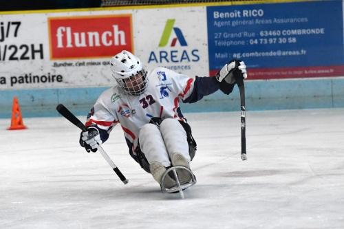 illustration-sur-le-hockey-luge-a-la-patinoire-de-clermont-f_3747156.jpg